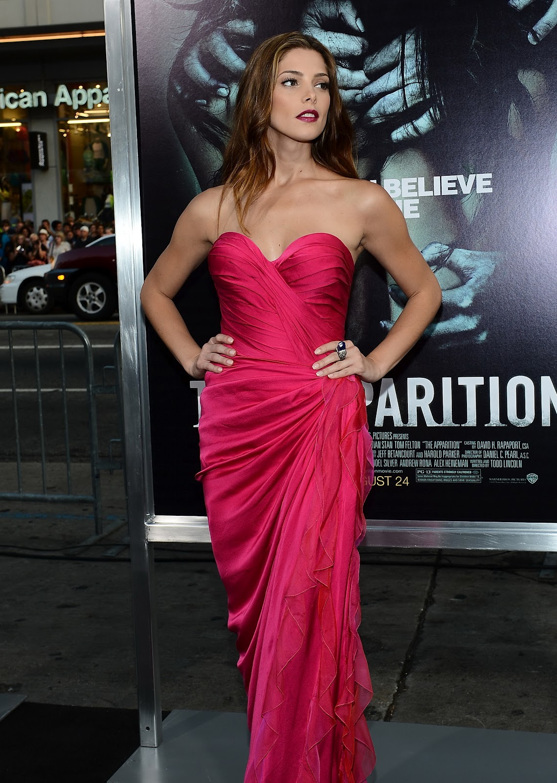 http://3.bp.blogspot.com/-y3teKmONmdU/UDdBu0UhEXI/AAAAAAAANIQ/M8plWizHgis/s1600/Ashley+Greene+attends+The+Apparition+premiere+in+Hollywood+on+August+24th+2012.jpg