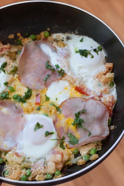 Couscous cu legume, șuncă și ouă