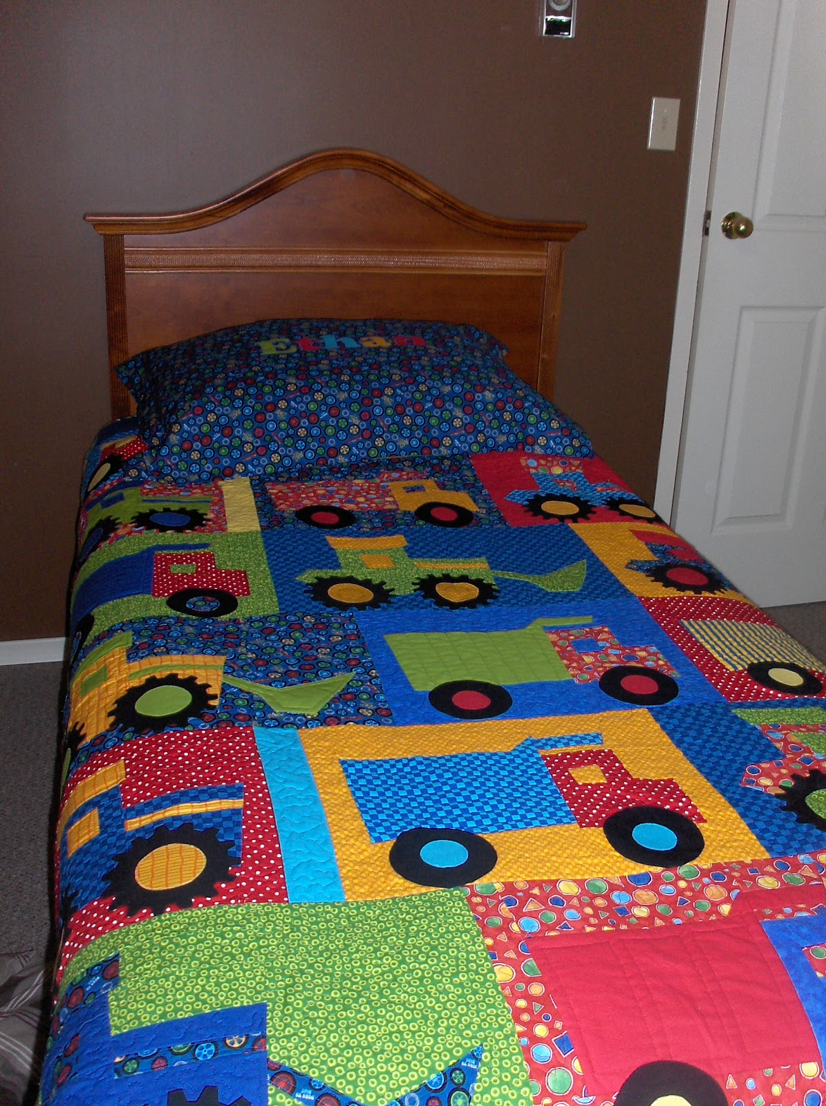 Quilting ethan 39 s big boy bed quilt for Bed quilting designs