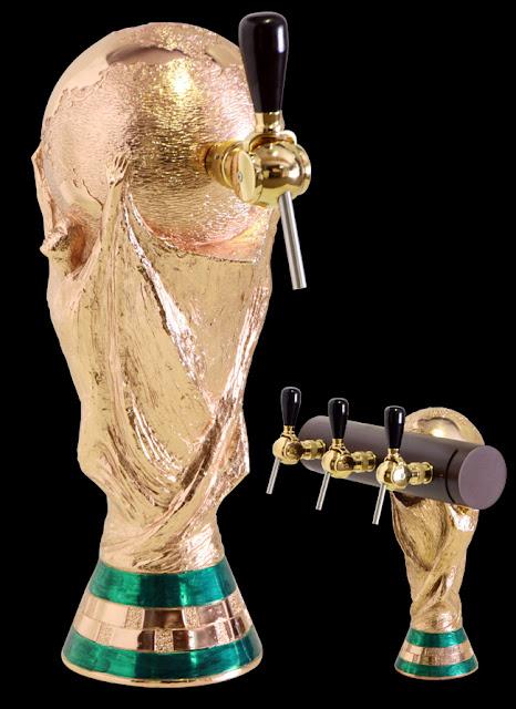 surtidor de cerveza realizado a patrtir de una escultura de la copa del mundo o copa FIFAhecha por ªRU-MOR para APLIMET2000