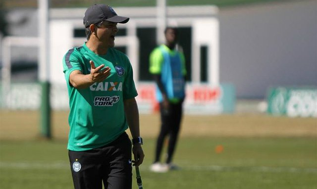 Ney Franco terá problemas para escalar a equipe que irá a campo contra o Avaí (foto: Divulgação/Coritiba F.C.)