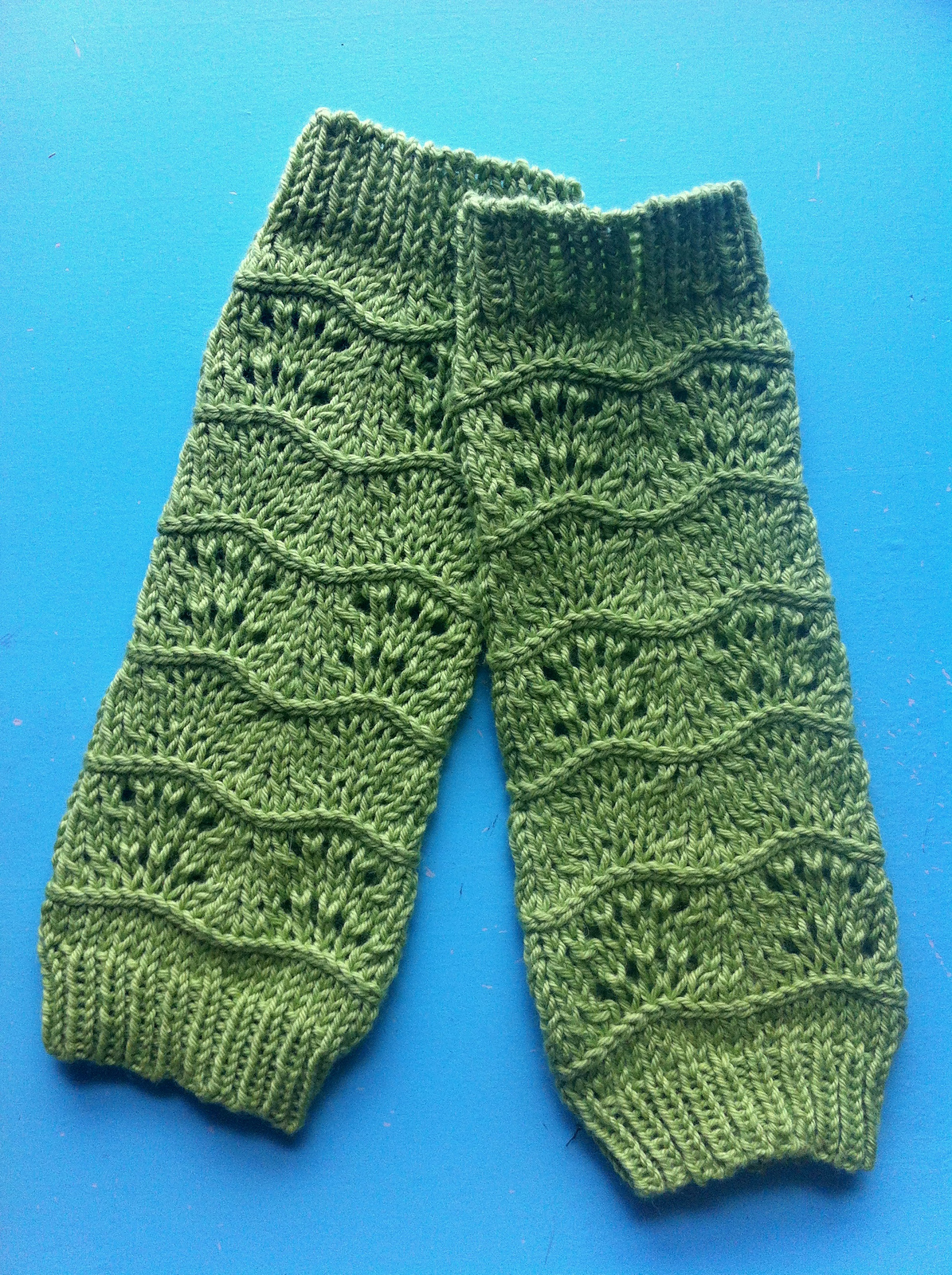 Free Knitting Pattern Baby Leg Warmers : Wee Wednesday: Lilas Legwarmers - Knitted Bliss