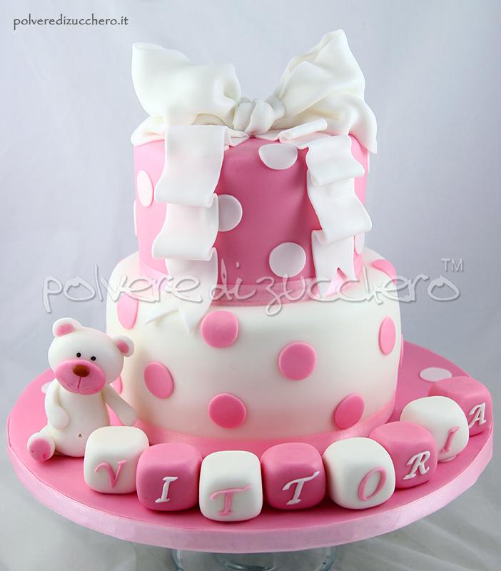 torta battesimo a due piani per una bimba con fiocco e