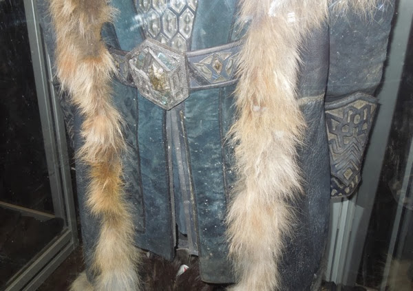 Thorin Hobbit 2 costume detail
