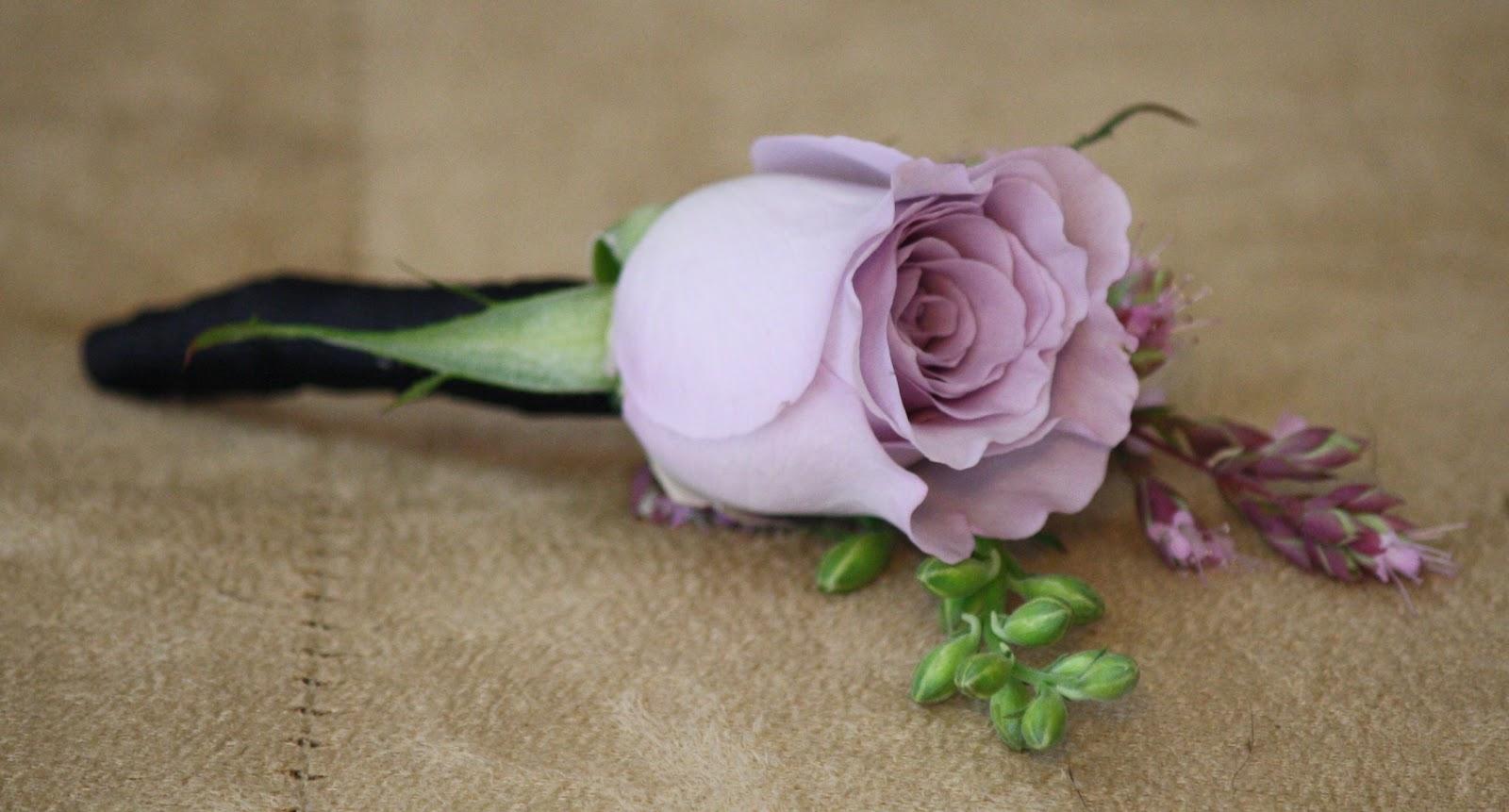Rose Boutonniere - Boutonnieres - Wedding Flowers - Groom - Usher - Best Man - Groomsmen - Ushers - Groom's Boutonniere