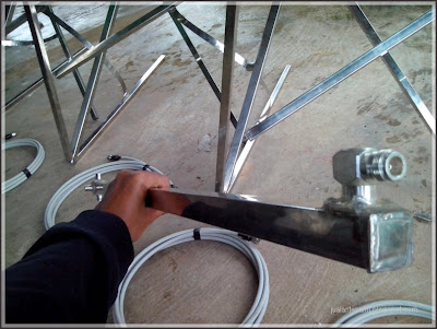 konektor dari bahan stailess, tahan karat dan cuaca