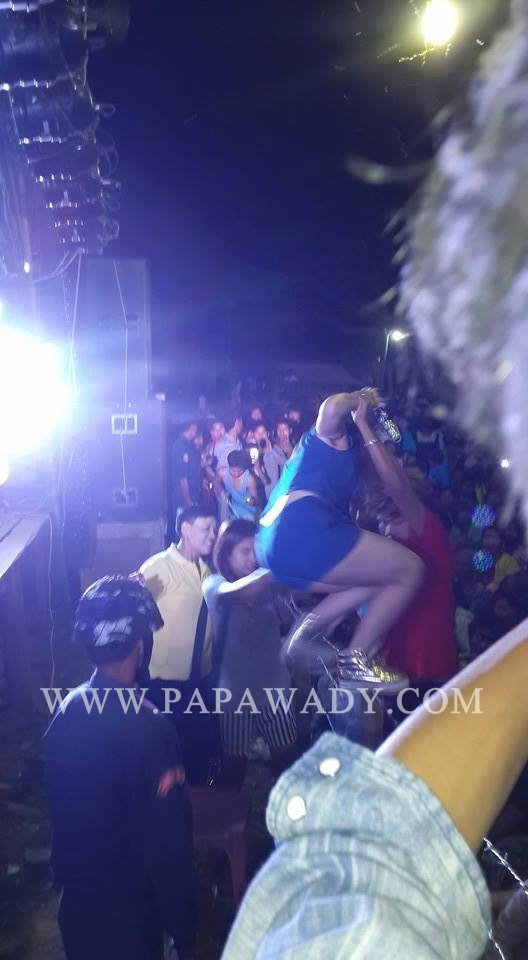 May Thet Khin fell down from the stage in Tamu Live Show Festival