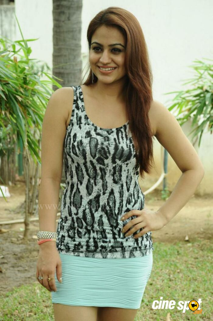 Aksha Pardasany latest hot photos