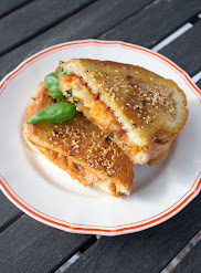 Grillattu juustoleipä kimchillä
