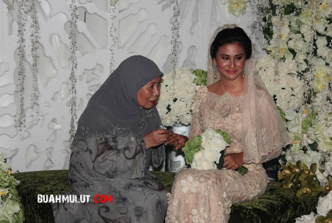Fouziah Gous & Md Zhafran Md Yusof Bertunang