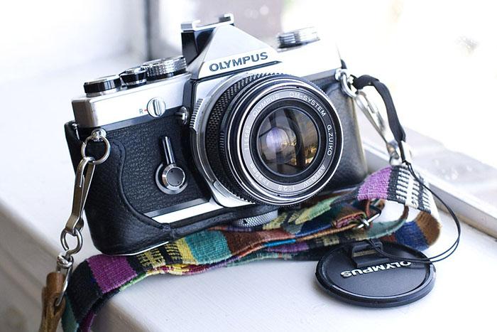 M O O R E A S E A L: How-To: Vintage Camera Shopping // Elias ...