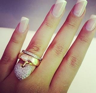 кольцо сердце с камнями