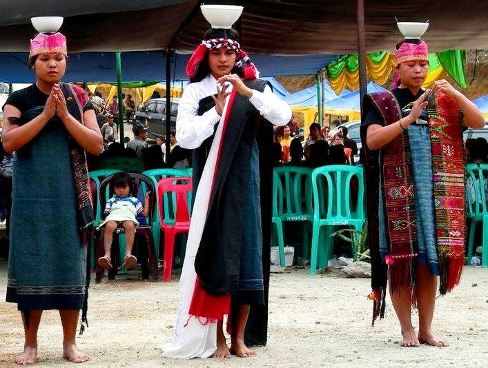 http://www.pariwisatasumut.net/2015/02/tari-tradisional-batak-tortor-sawan.html