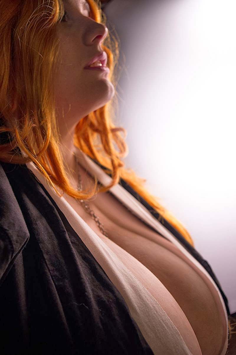 plan rapproché sur cosplay sexy de matsumoto