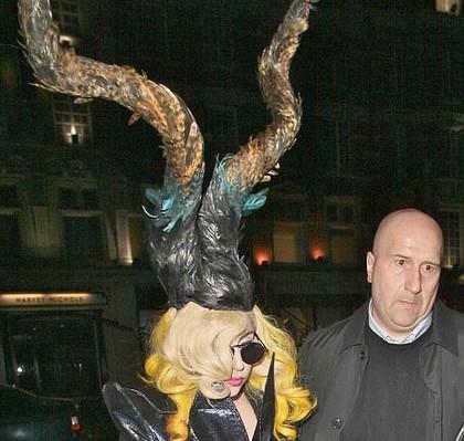 Gaya-gaya Rambut Lady Gaga Yang Aneh