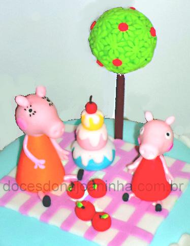 Bolo decorado Peppa Pig detalhe