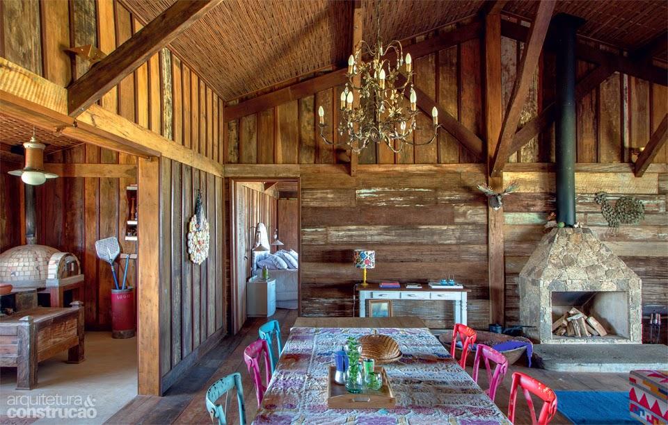 decoracao de interiores em casas de madeira:Bertussi: Chalé de Madeira de Demolição