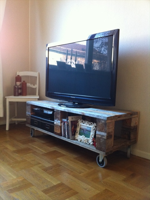 DIY Interior Furniture 14 Pallet TV Stand Styles Pallet