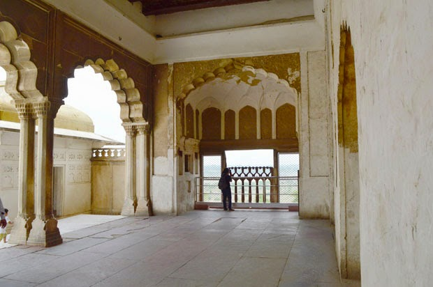 agra fort inside 2