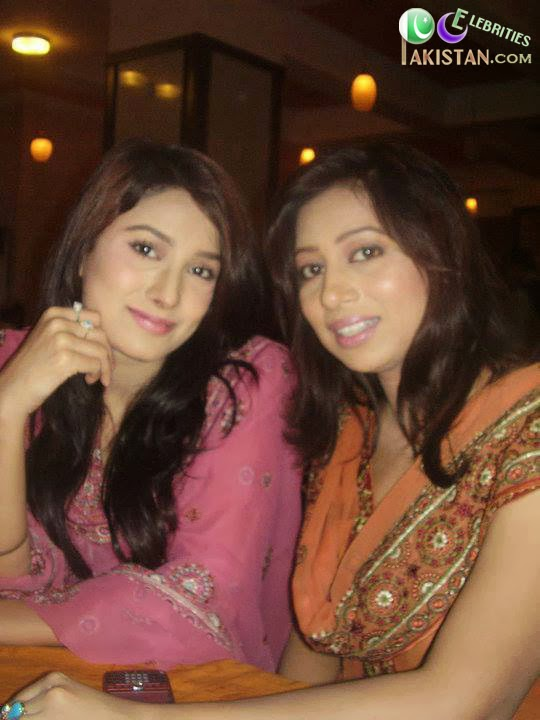 Mehwish Hayat Old Picture With Sister