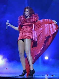 Rihanna in Short Dress, Rihanna Short Dress Pics