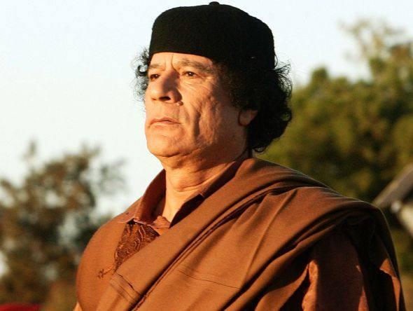 Líbia: FORÇAS DE GADDAFI ATACAM REFINARIA E MATAM 15 TESTEMUNHAS