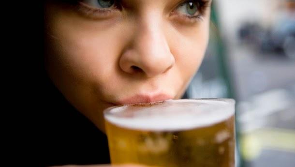 4 benefícios de saúde da cerveja
