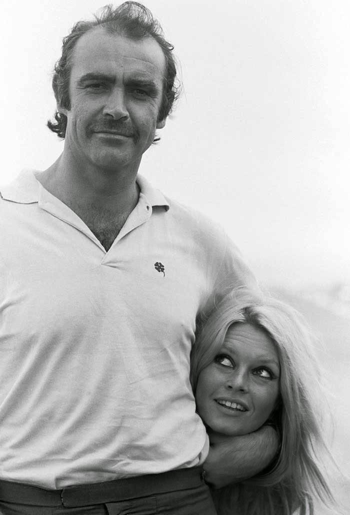 """Sean Connery y Brigitte Bardot en el set de """"Shalako"""" (1968). fotos divertidas cine"""
