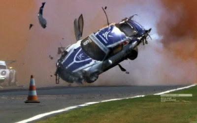 Θεαματική συντριβή! Αυτοκίνητο με έναν 17χρονο οδηγό γύρισε εννέα φορές στον αέρα