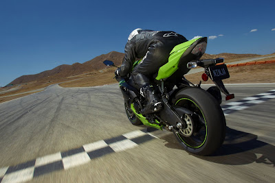 2011 Kawasaki Ninja ZX-6R Rear Action View