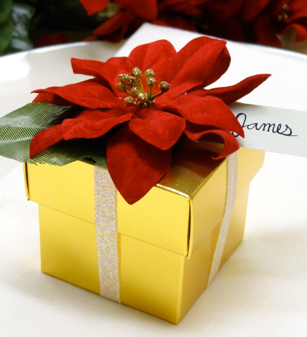 DIY: Poinsettia Gift Box Favors