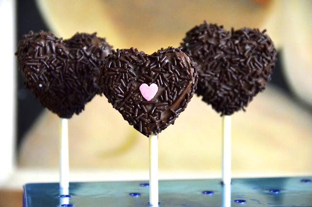 ST. VALENTINE'S CAKE POPS HEARTS