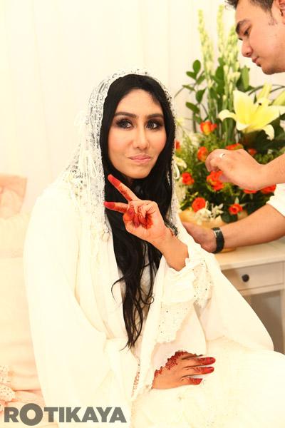 gambar Kahwin Ella Dan Azhar Ghazali