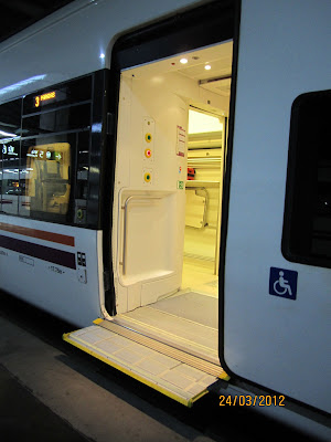 Vista del acceso al vagón adaptado