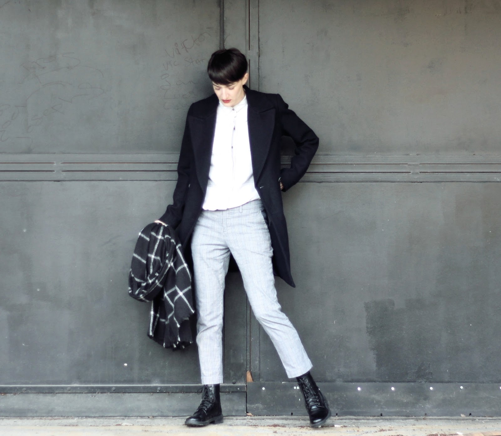 Ronald Mc Donald Topshop black boots Uniqlo  pantalon tartan court Zara chemise Zara manteau boyish duffle coat Lexie Blush