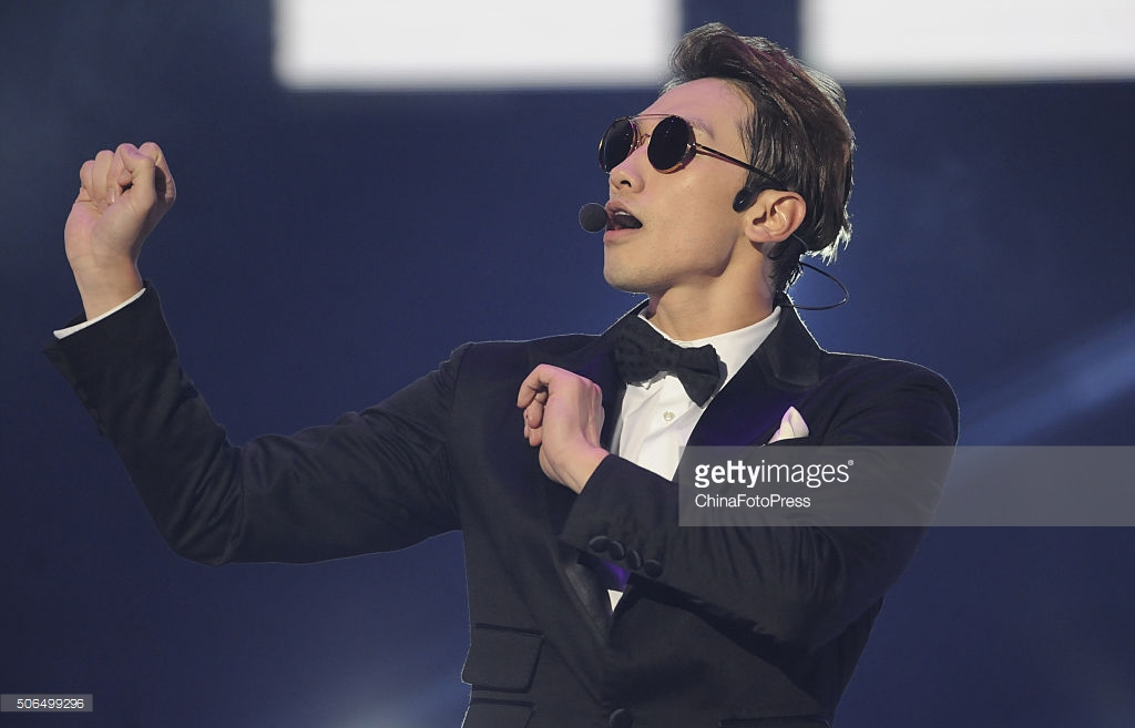http://3.bp.blogspot.com/-y8vQyDc9zdA/VqXRID6msWI/AAAAAAABQug/zgNC66PK348/s1600/south-korean-singer-rain-performs-onstage-during-his-concert-the-picture-id506499296.jpg