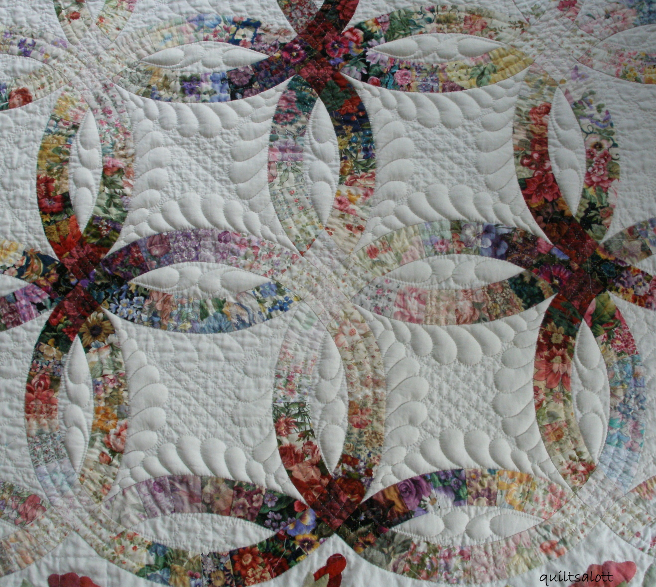 Quilting Designs For Wedding Ring Quilts : Quiltsalott: Trapunto by hand