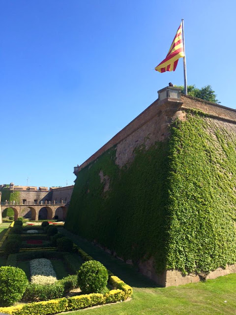 preppy blogger travel barcelona montjuic castle