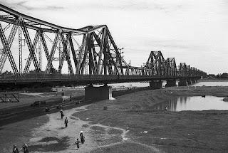Long Bien bridge old