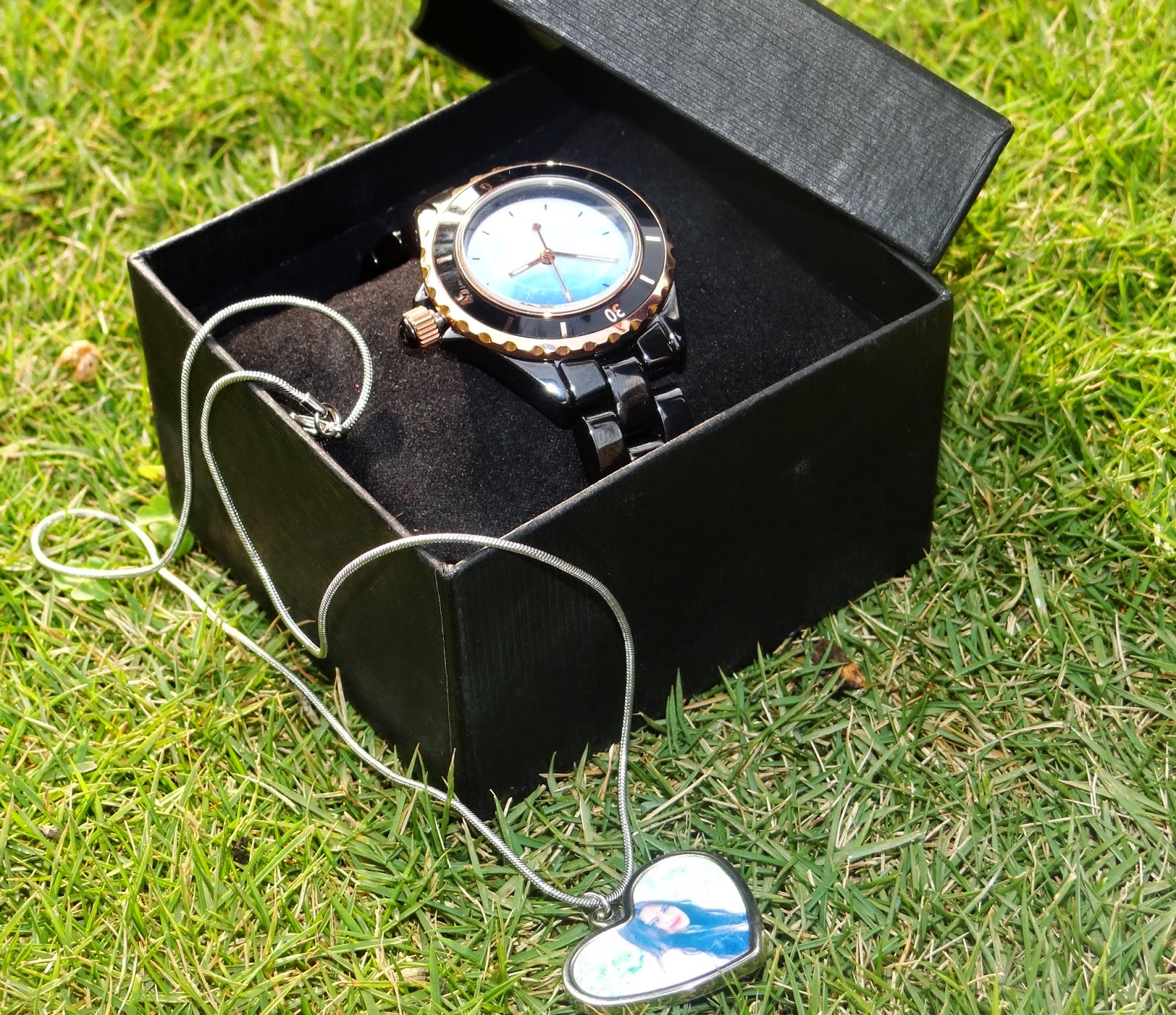 Personalized watch and necklace from Snapmade.com
