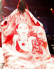 لباسی طراحی شده با تصویر فرح پهلوی در مراسم خیریه