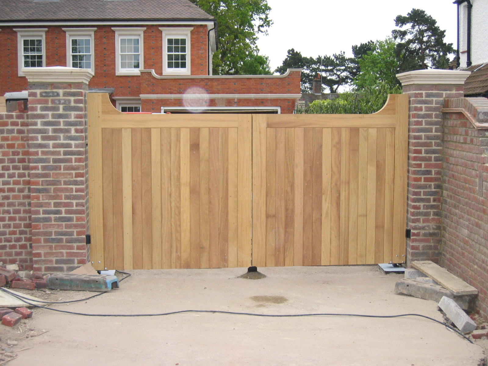 Outside house decorations wooden gate designs ideas for Wooden main gate design for home