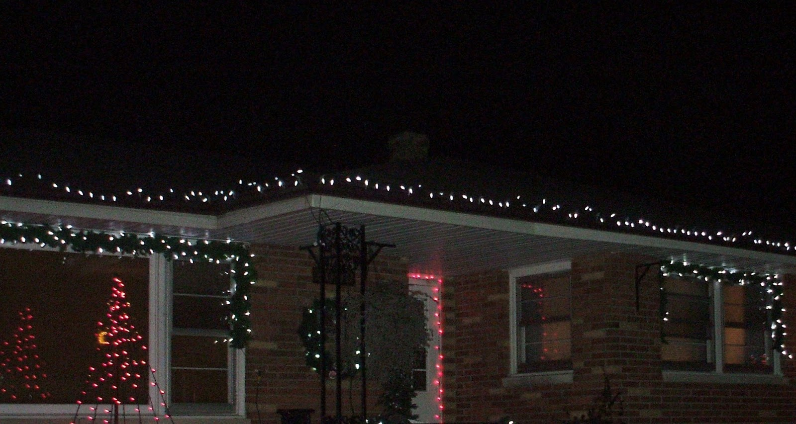 How to hang christmas lights - The Best Way To Hang Christmas Lights