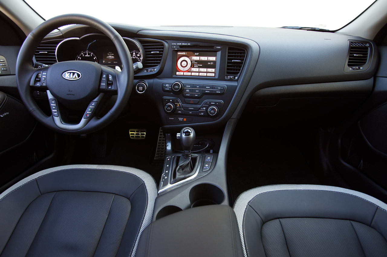 Good 2011 Kia Optima Interior.