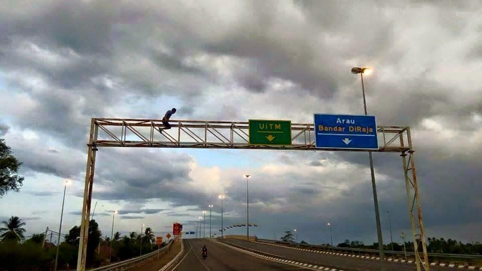 Handstand Di FlyOver Kangar-Arau ?