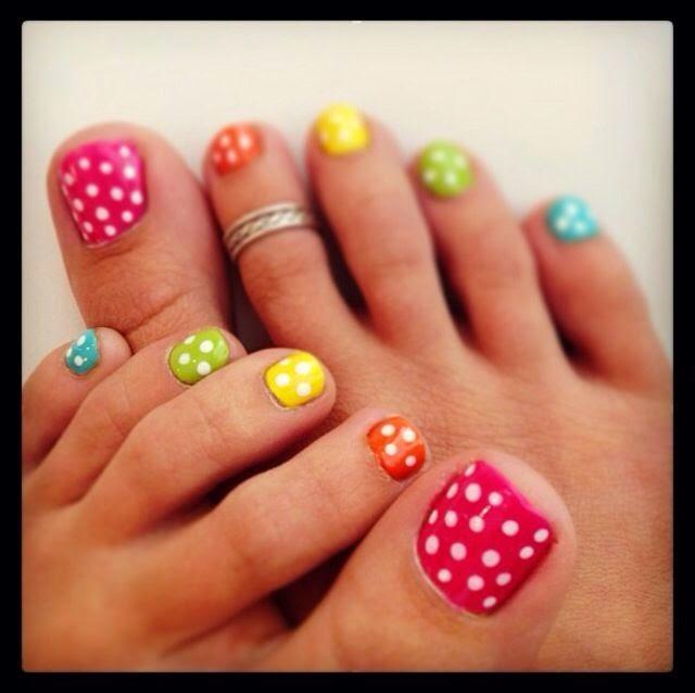 Decoracion de uñas de los pies con circulos | La decoracion de uñas