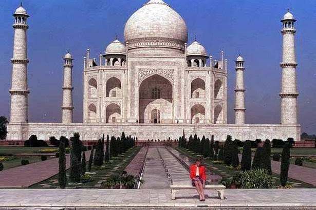 Seven Wonders, Taj Mahal, honeymoon in Taj Mahal, Agra, Red Fort, holiday in India, monument of love, Princess Diana in Taj Mahal, Tagore, bucket list, Oprah Winfrey in Taj Mahal