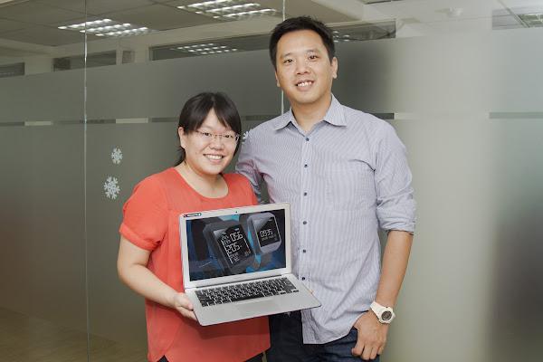 右為九星資訊共同創辦人暨執行長陳鴻儒,左為行政羅伊萍