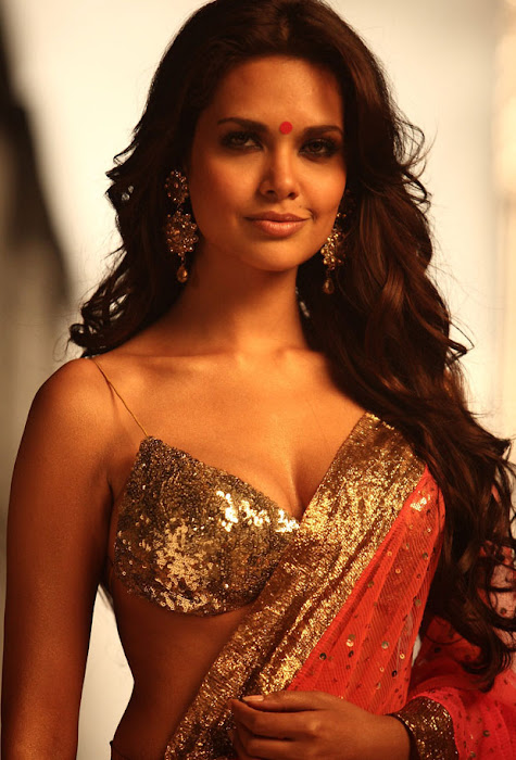 jannat 2 esha gupta spixy in saree latest photos