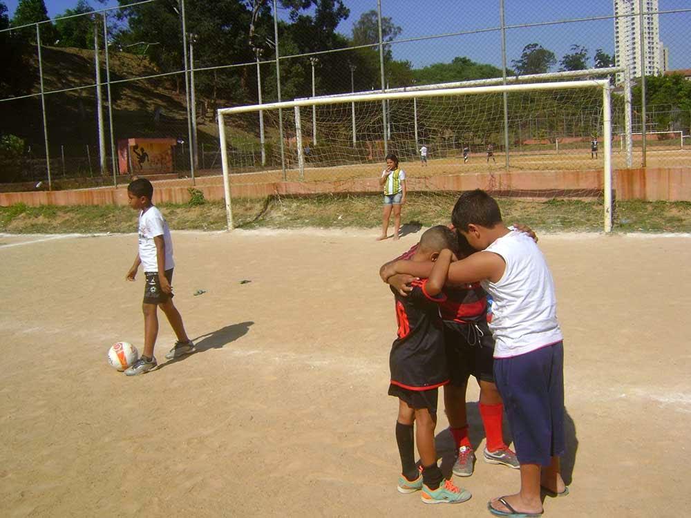 Futebol de várzea, campos de várzea, times de várzea